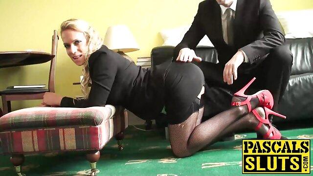 Blonde et brune lesbiennes film streaming francais porno jouant sur le lit