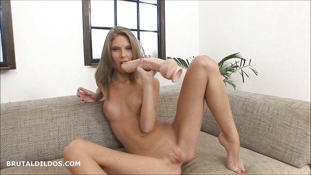 Nasty Housewife porno francais film streaming se fait bien baiser et éjaculer à la maison