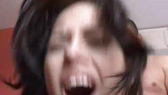 La star du film pornographique streaming vf porno Sarah Vandella en direct avec une webcam