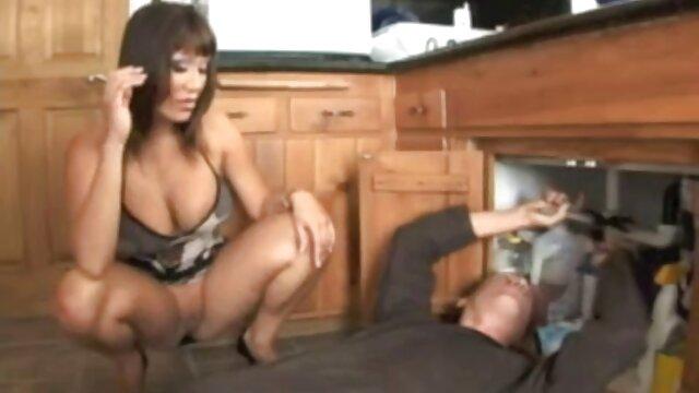 Une ado film porno complet en vf surréaliste joue avec sa chatte puis suce