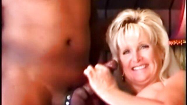 Brunette film porno français gratuit en streaming MILF Candy Vegas baise dans son trou du cul humide
