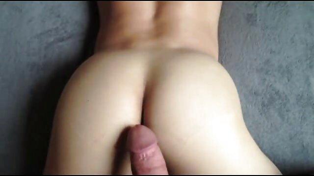 Mamie lesbienne jouit d'une streaming film porno vf jeune fille