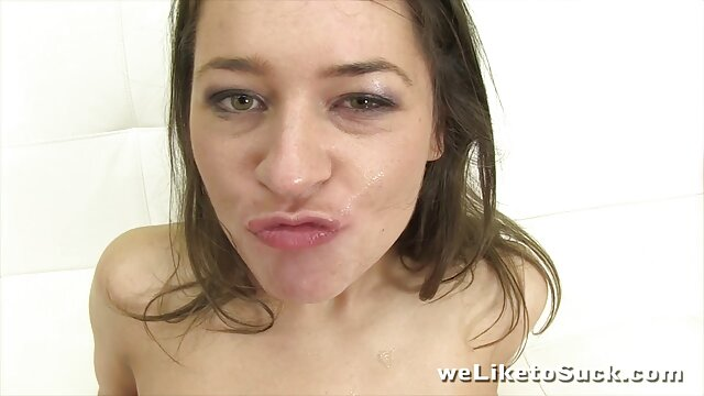 Une ado sur son lit se streaming film x francais masturbe devant sa webcam