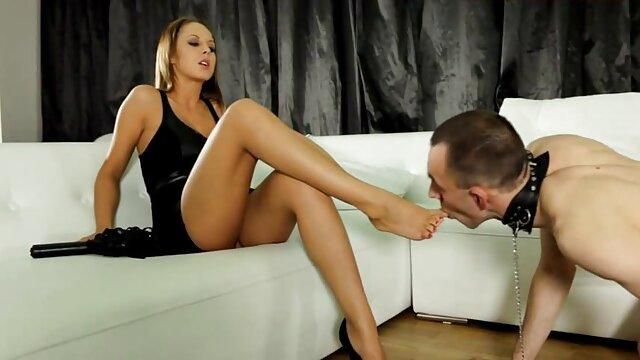 La salope britannique porno film complet vf Michelle B dans une scène de douche lesbienne