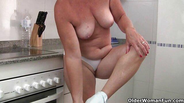 La salope britannique Alicia Rhodes dans film complet porno francais streaming une scène FFFMMM