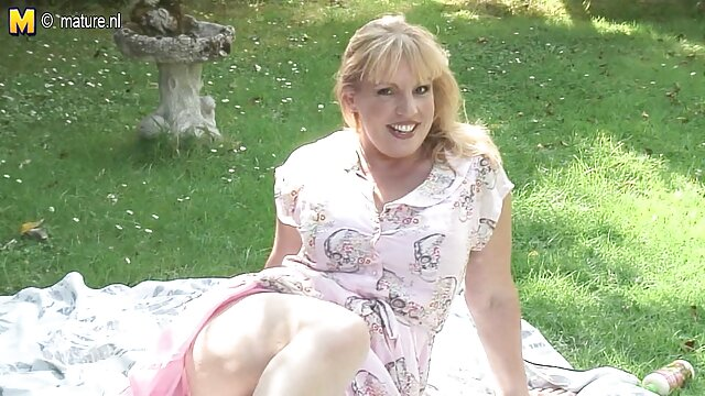 Maman blonde porno streaming gratuit francais aux gros seins veut une jeune bite